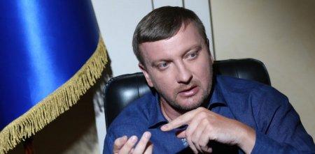 У министра Петренко счета в 3х банках и наличка, но квартиру он арендует