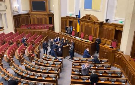 Народные депутаты из ОПЗЖ готовятся к решительным действиям в зале парламента в результате закрытия ряда телеканалов