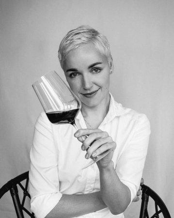 Пройдіть опитування української сомельє Анни-Євгенії Янченко та отримайте шанс виграти вино