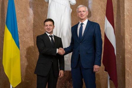 Президент Украины провел встречу с Премьер-министром Латвии